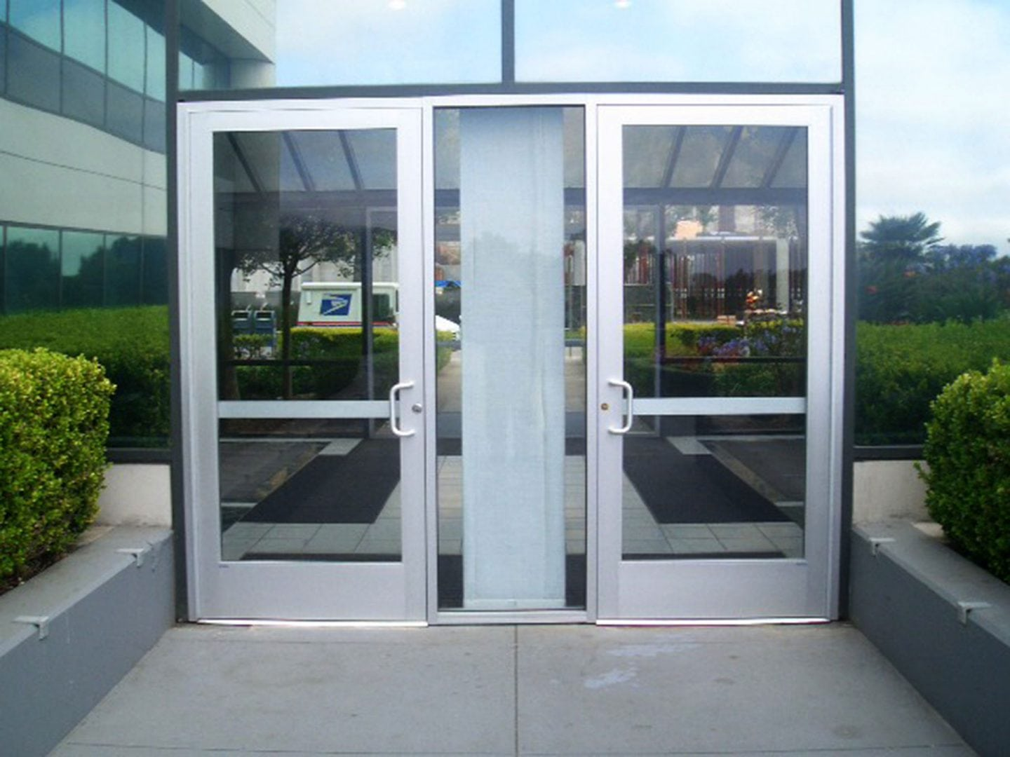 Residential Garage Doors, garage doors, Commercial Garage Doors, overhead doors, Dock Equipment, warehouse, srolling steel door, sectional door, high speed roll up doors, dock bumpers, dock seals, dock levelers